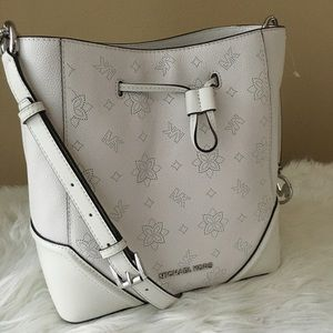 New Michael Kors Large Nicole bucket bag/crossbody